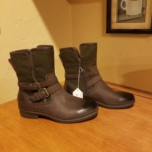 NWOT Ugg Waterproof Leather Boots Size 7.5